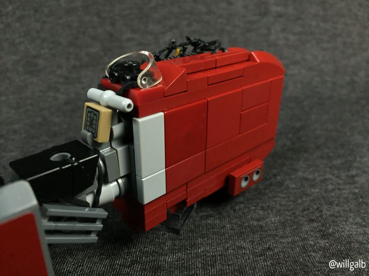 https://flic.kr/p/D3TQyt | Rey's Speeder | This was inspired by de marco's design.  An effort was made to make this more proportionally correct and detailed than the TLG version.  Inside Rey's scavenger net are her makeshift sled, a drained AT-ST power cell, a targeting interface board, and other salvaged goodies.  The front grill stickers are modified from those found in 8097 Slave I.