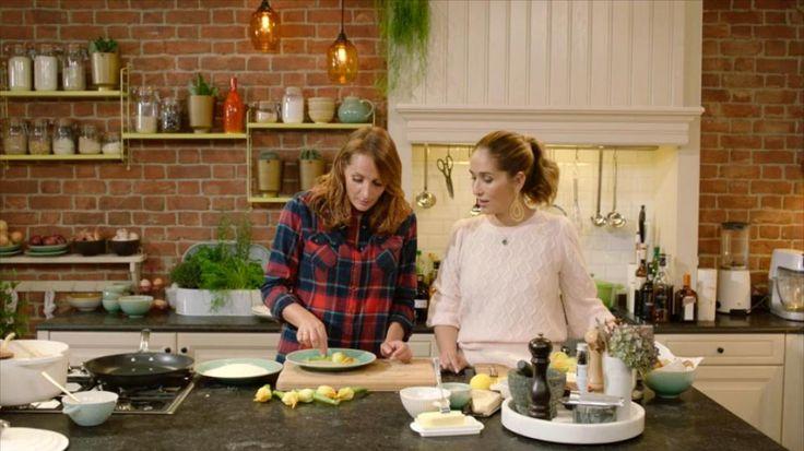 Video: Video: Gevulde courgettebloem met mozzarella en ajuinsoep
