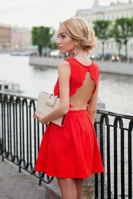 http://www.haxx.fr/#!product/prd1/3017293511/robe-rouge-patineuse-dos-ouvert-p%C3%A9tales-ro79