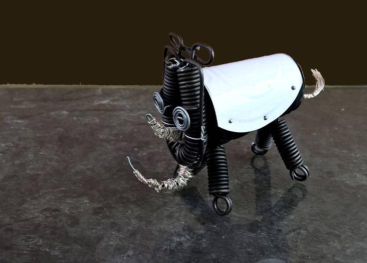 Rinoceronte en miniatura, escultura de animales, pequeña escultura, arte con materiales reciclados, arte con toque contemporáneo de VELASQUEZARTPROJECTS en Etsy