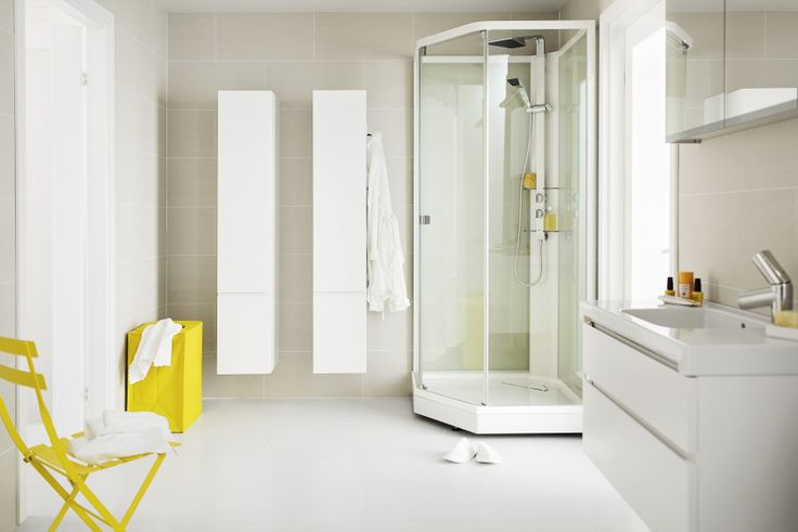 Värikkäät elementit lisäävät särmää kylpyhuoneen sisustuksessa.