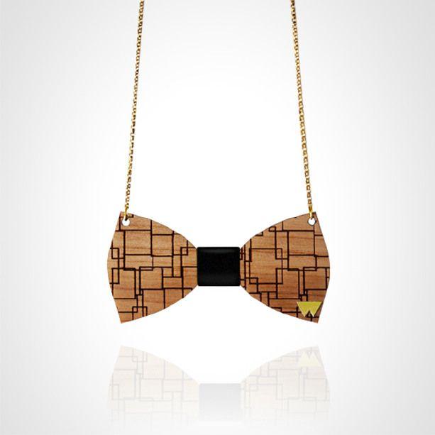 Collanina artigianale in legno di NOCE con griffe in OTTONE e nodo farfalla personalizzabile con oltre 30 varianti di pelli diverse! Scegli ...