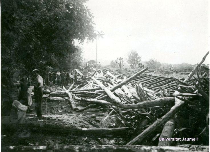 Vía del tren destruida por la inundación sufrida en Castelló de la Plana el 29 de septiembre de 1949