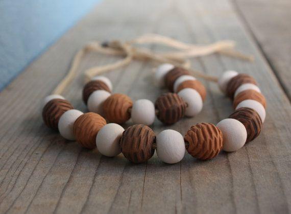 Collana in ceramica con perle decorate e di NidaCeramiche su Etsy