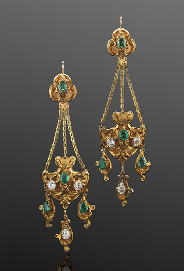 Georgian Yellow Gold Emerald and Diamond Pendant Earrings, circa 1830s