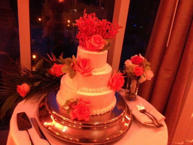 White wedding cake with roses and coral reef