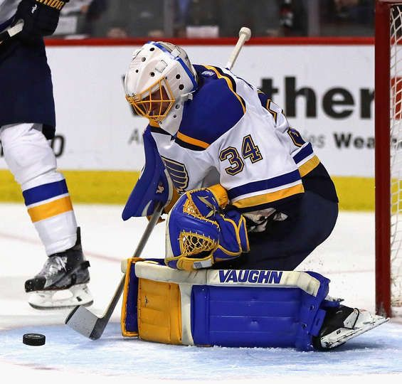 CHICAGO, IL - FEBRUARY 26: Jake Allen #34 of the St. Louis Blues makes a stop against the Chicago Blackhawks at the United Center on February 26, 2017 in Chicago, Illinois. (Photo by Jonathan Daniel/Getty Images)