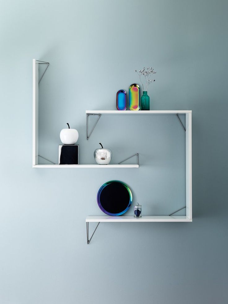 Our elegant and stylish Pythagoras shelves system. Choose among many different colors on brackets and shelves!
