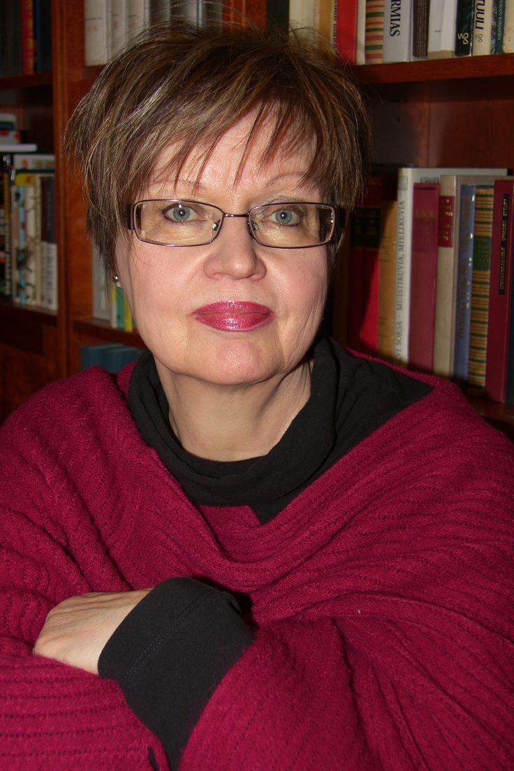 Tekijöiden päivillä 2016 kirjailija Ritva Kokkola, Kemi, teoksellaan Johannen puu. (Kuva: Nordbooks)