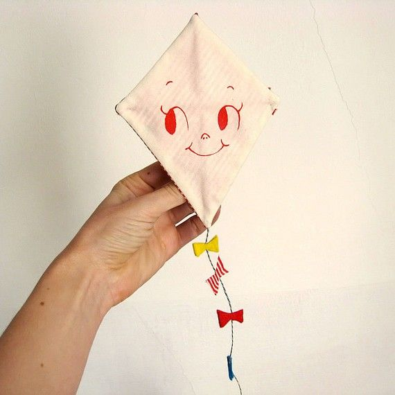 kite - would be super cute to make a couple of these and have them pinned to the wall for a mural idea!