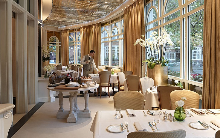 Inspiration for the resturant Jett takes Mel to in Pursued by the Player (Espelette at The Connaught, London)