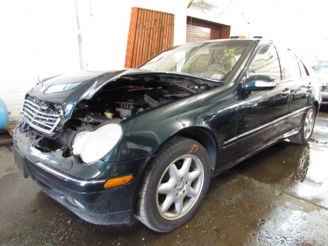 Parting out 2003 Mercedes C240 – Stock # 140226