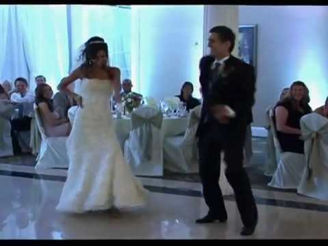 The Greatest Father / Daughter Wedding Dance Ever!!!!!! This is such a CUTE idea!