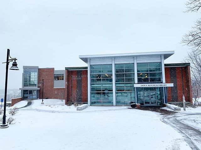 A Lovely Snowy Morning On Our Biddeford Campus Whats Your Favorite Place On Campus To Stay Warm Maine Winter Sn Biddeford Favorite Places Campus
