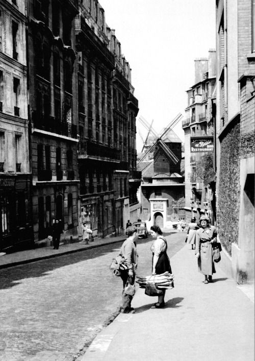 Black and White :Marshall Hirsh Rue Lepic at Montmartre - Paris 1950s