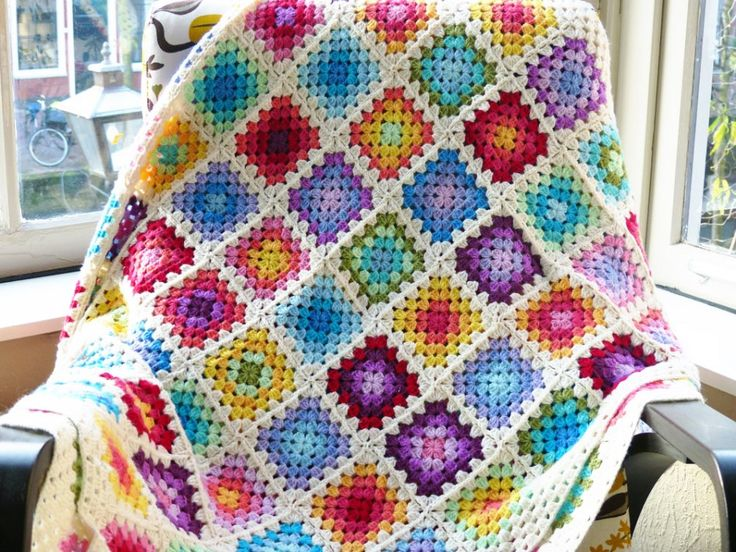 Granny square rainbow blanket on Haak maar Raak!