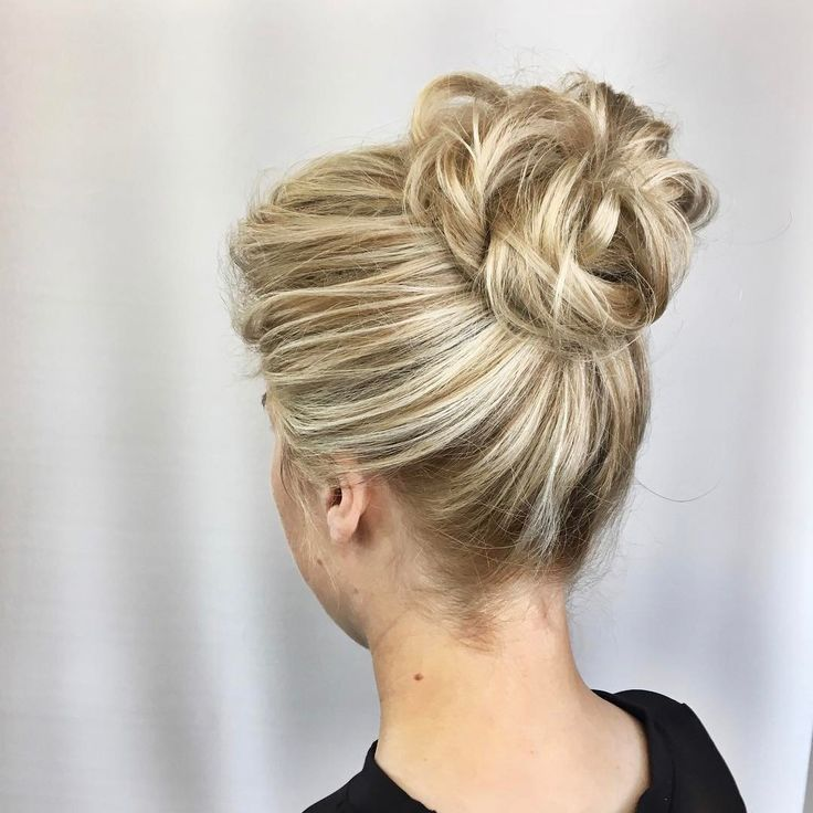 another beautiful updo by Antonia! Michelle came to Antonia to style her hair for her rehearsal dinner. We love the drama of this updo with the higher placement along with the romantic  texture throughout her pretty, blonde hair! ⠀⠀ •⠀⠀ •⠀⠀ Go follow Antonia @hairbyantoniaveeee ⠀⠀ •⠀⠀ •⠀⠀ •⠀⠀ #bridalhair #upstyle #classichair #updos #michiganbrides #promhair #bridalhairbirmingham #weddinghair #weddingupdo #weddinghairinspo #bridesmaidhair #bridallook #weddinginspo #birminghambride…