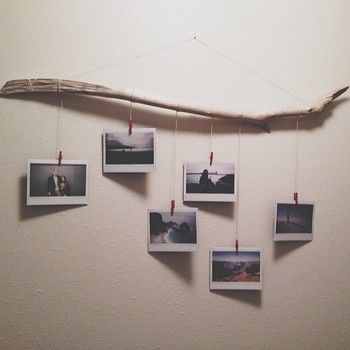 流木に紐を取り付けてハンガー状にして写真を吊るせば、夏の思い出を写真と共に飾ることができます。