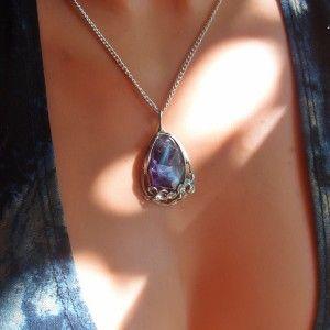 Predstavujem Vám originálne šperky z dielni Katu-Hula. Materiál: ametyst (prináša nám pokojné sny, pomáha proti bolestiam hlavy, úzkosti a strachu. Chráni nás pred stresom) , vlastná...