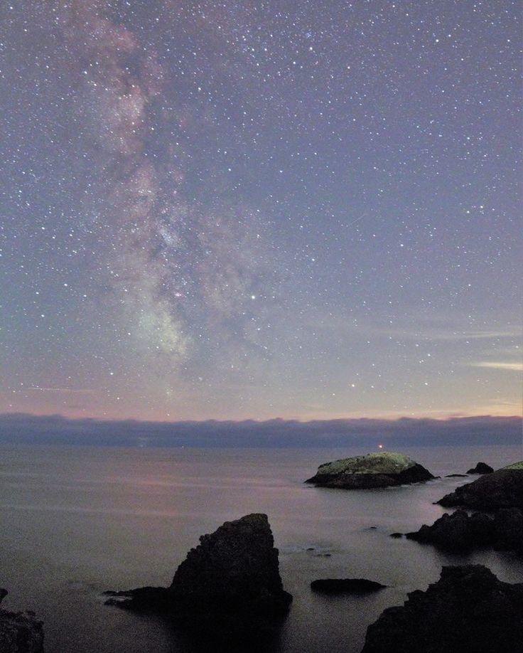 Belle-île et Belle Nuit. La Lune était à 67% Aiguilles de Port Coton - Bangor  à Belle-Île-en-Mer.  #Astrotourisme #Astronomie