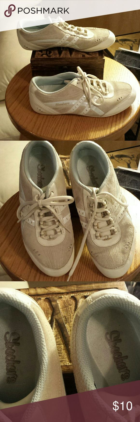 EUC Skechers sneakers These sneakers are in excellent condition!  Perfect for everyday wear! Skechers Shoes Athletic Shoes