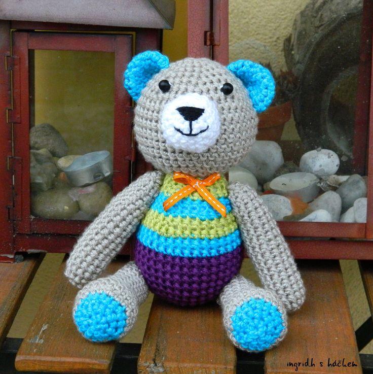Medvídek Timík - Háčkovaný autorský medvídek z akrylové příze plněný dutým vláknem. Vyroben dle vlastního návodu i návrhu.  Méďa Timíkje vhodný jako hračka pro děti, nejlépe od tří let. Je na omak velice příjemný.… | vavavu