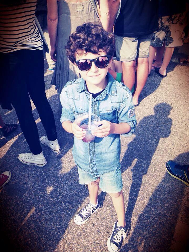 Fashion boy all in denim, Allstar Converse and Rayban