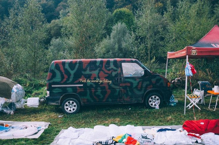Colourful Photos from One Of Eastern Europe's Biggest Car Boot Sales - VICE