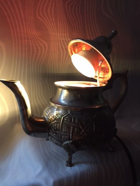 Spot-théière marocaine argentée et ciselée (modèle unique) : Luminaires par eventuralights