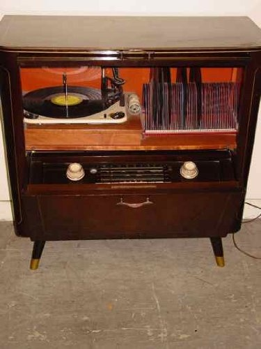 Grundig_Majestic_Model_7035_USA_Radio_Record_Player circa ~1957