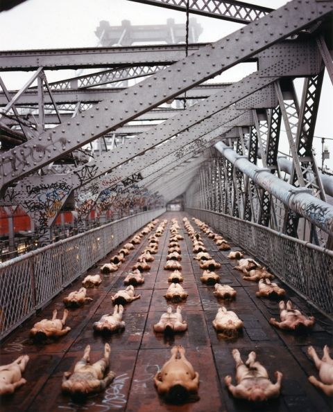 Barriers 1 Spencer Tunick -  1998. Williamsberg Bridge, NYC.