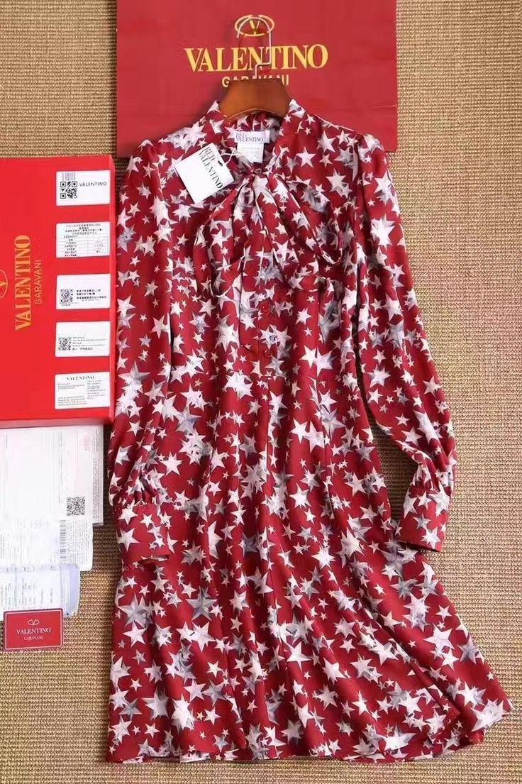 ⭐️⭐️⭐️Звездное платье Валентино весна 2017! Яркое романтическое платье с бантом. Состав: шелк с добавлениями. Размеры S M L