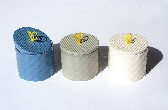 Zuckerdosen mit tollem Design & in schönen Farben. Findet ihr auf Etsy.