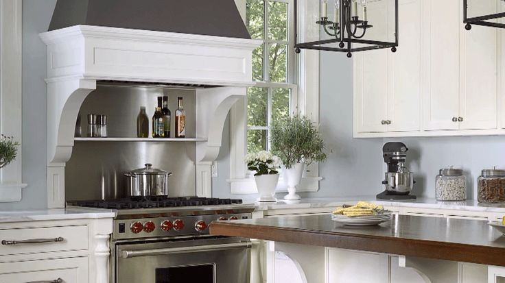Discover the kitchen paint colors that top our list, and get inspired to try them in your home./