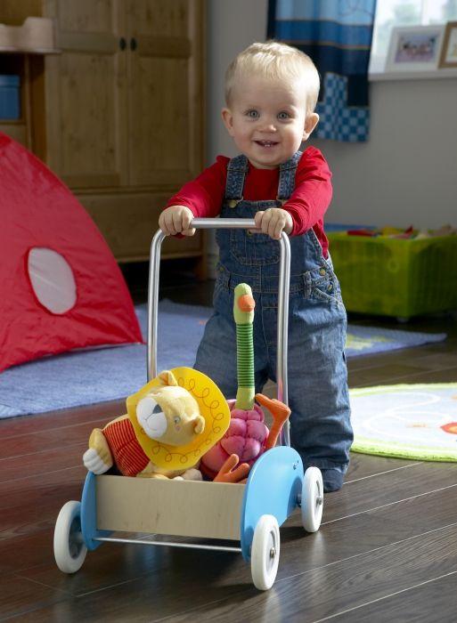 Atunci când ies la plimbare cu prietenii lor de pluș, cei mici își pot dezvolta abilităţile locomotorii şi de echilibru. www.IKEA.ro/carucior_EKORRE