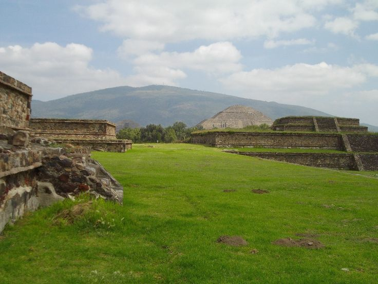 """Site de Teotihuacan"" by TravelPod blogger marco-2010 from the entry ""Mexico city!"" on Tuesday, September 22, 2015 in Mexico City, Mexico"