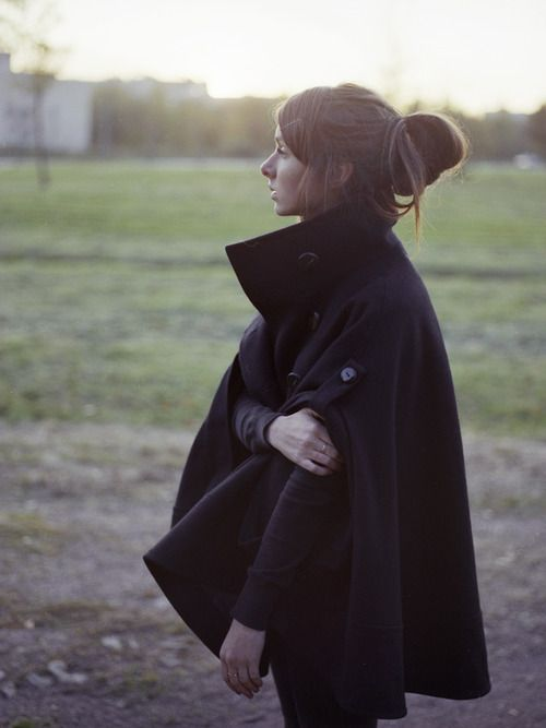 capeWinter, Fall Style, Capes Coats, Autumn, Collars, Fall Fashion, Black Capes, Hair, Ponchos