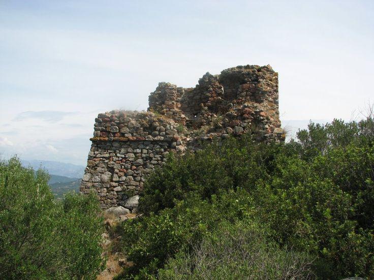 Corsica - Tours Génoises -  Lecci,Tour de Saint-Cyprien, Une tour de l'époque génoise, un incontournable en Corse, surplombe la plage de Saint-Cyprien. On retrouve quelques rares vestiges d'une basilique paléochrétienne dans l'estuaire de l'Oso. A Benedettu, enfin, les restes d'une tour détruite en 1650 rappellent les invasions turques.