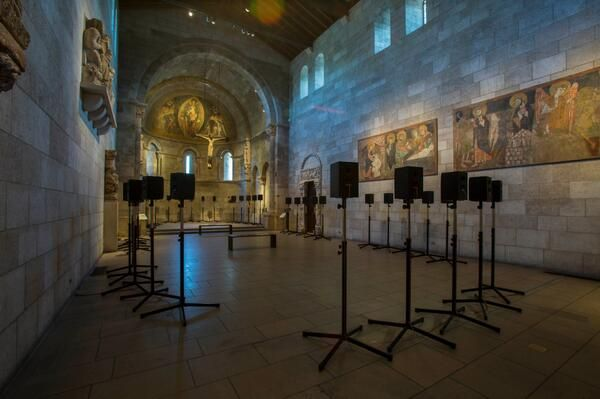 The Forty Part Motet, a sound installation   by Janet Cardiff - Presentation at The Cloisters of the Fuentidueña Chapel, organized by The Metropolitan Museum of Art.
