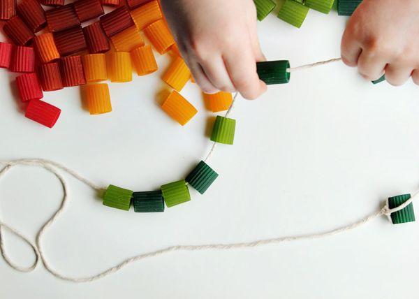Cómo hacer collares de pasta como manualidad para niños  #diy #handmade #manualidadesinfatiles