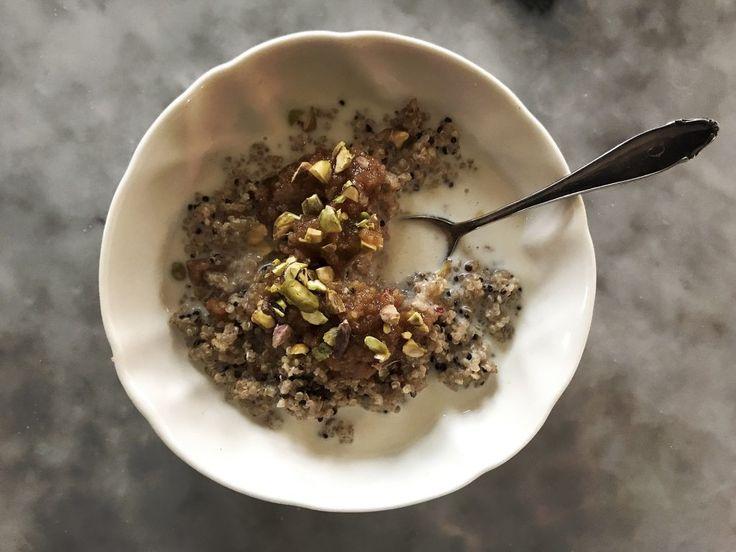 Följande receptär dedicerat till allamorgontrötta där ute som vill ha en god, mättande och näringsrik frukost på helgen med minsta möjliga ansträngning. Innan du fortsätter läsakan du med fördel skölja 1 dl quinoa och blanda den i en skål med 2 dl kokosmjölk, 1 dl vatten, 1 msk kanel och 1 msk kardemumma som du …