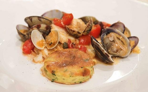 Guazzetto in rana pescatrice e vongole con tortino di patate, di Paola