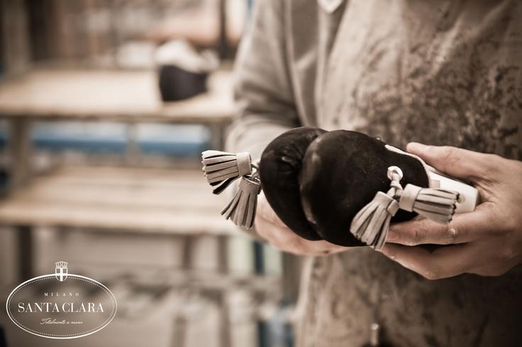 Gli artigiani Santa Clara sono fondamentali per le finiture dei prodotti www.santaclaramilano.com