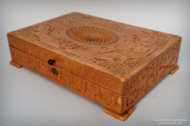 Antik faragott doboz
