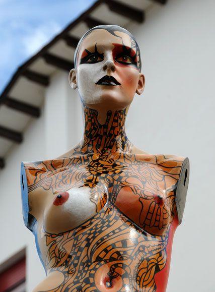 Maniqui-en-la-Plaza-de-los-artistas.jpg (427×579)