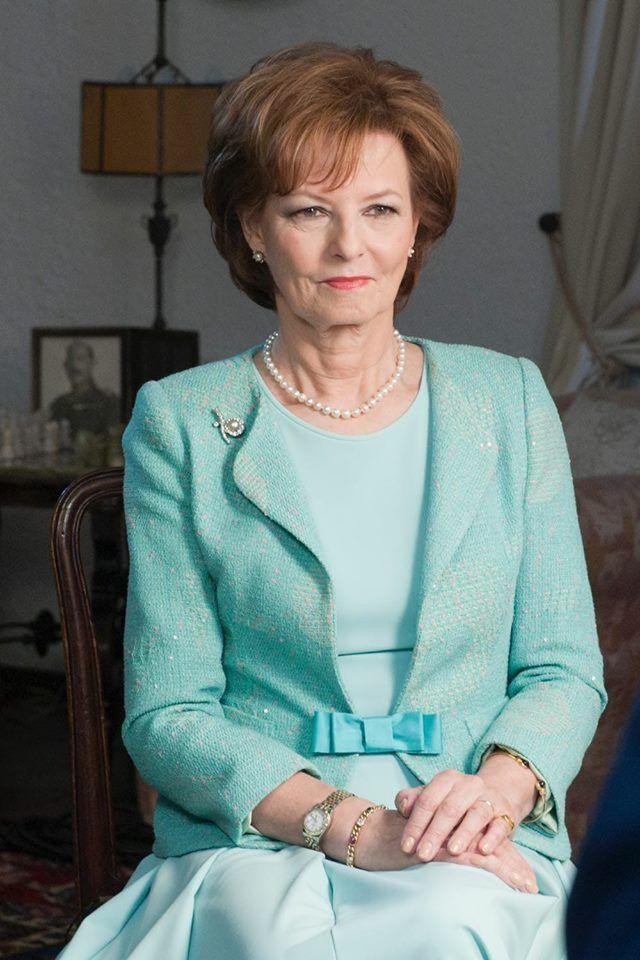 Retrato de Margareta de Hohenzollern-Sigmaringen, a partir de hoje, 5 de dezembro de 2017, com a morte do pai, o ex-rei Miguel I, Rainha de jure da Romênia. Tem 68 anos, não tem filhos e será sucedida pela irmã, Elena.
