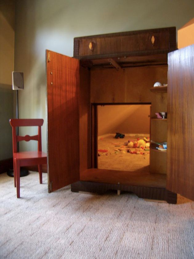 10 Houses With Intriguing Secret Rooms & Passageways