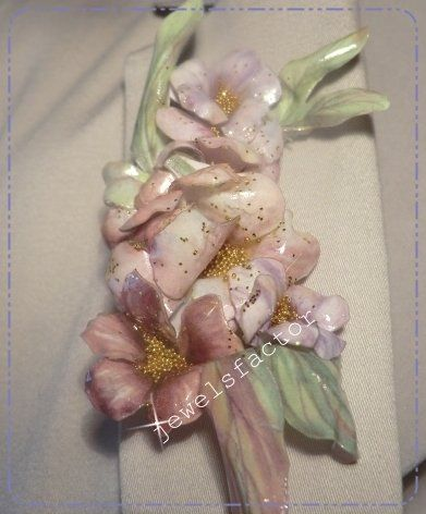 Spilla con composizione di fiori, effetto porcellanato Sospeso Trasparente, by dany jewelsfactor, 25,00 € su misshobby.com
