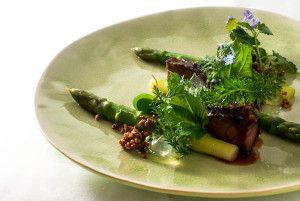 Schweinebäckchen - Grüner Spargel - Zitronenvinaigrette - Kräuter - Quinoa