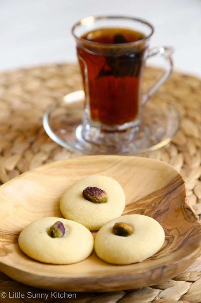Ghraybeh ~ Very delicate Middle Eastern cookies that melt in your mouth. Delicious and easy to make!